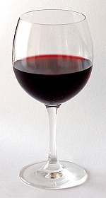 Red_Wine_Glas_by_Andre_Karwath