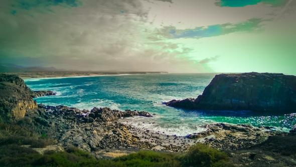 Widok na wybrzeże z miasteczka El Cotillo.